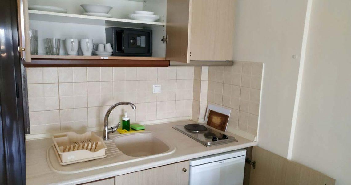 StMeSt-blue-apt-kitchen