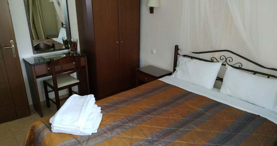 StMeSt-brownapt-bedroom